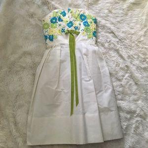 Dresses & Skirts - Vintage White Embroidered Dress